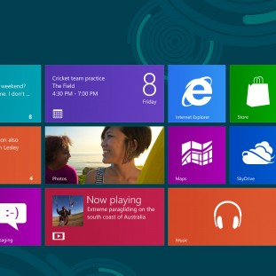 "L'écran d'accueil de Windows 8 est un bel exemple d'interface ""Modern UI"" en Flat Design."