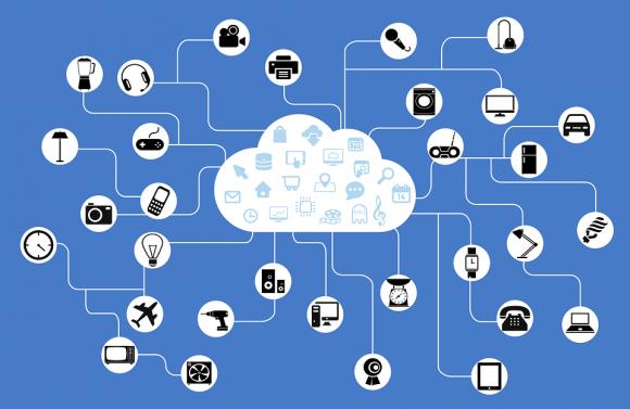 Schéma présentant une variété d'objets (téléviseurs, ampoules, machines à laver...) se connectant à un nuage de services web.